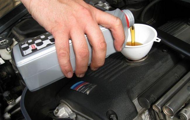 エンジンオイルの値段